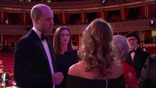 film awards 2020: duke and duchess of cambridge meet winners; england: london: kensington: royal albert hall: prince william, duke of cambridge... - ホアキン・フェニックス点の映像素材/bロール