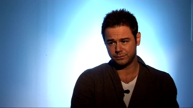 danny dyer interview on his autobiography; dyer interview sot - on the stuff about his childhood in the book - lack of father figure and being honest... - biografia video stock e b–roll