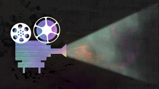 vidéos et rushes de film camera projecting an image - boîte de film