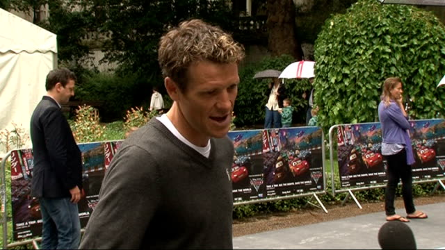 vídeos de stock e filmes b-roll de 'cars 2' premiere arrivals and interviews james cracknell talking to press on red carpet/ marcus patric talking to press on red carpet/ john lasseter... - michael caine ator