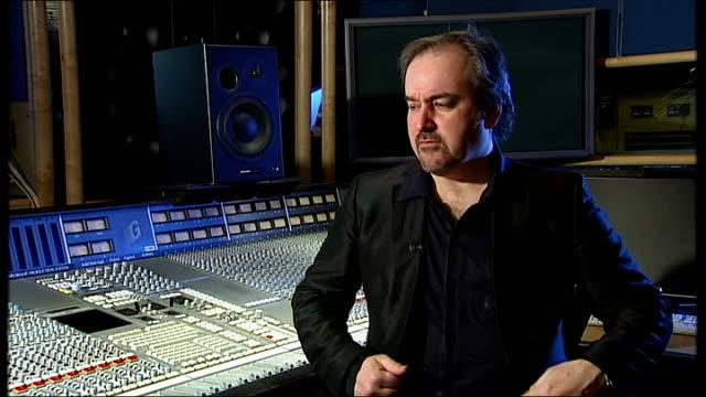 vidéos et rushes de film composer john barry dies david arnold interview sot - compositeur
