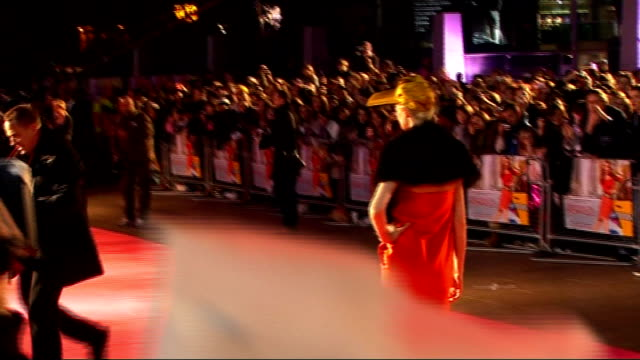'confessions of a shopaholic' preview: red carpet interviews; * * beware flash photography * * * * music heard during the following shots sot * *... - shopaholic stock-videos und b-roll-filmmaterial