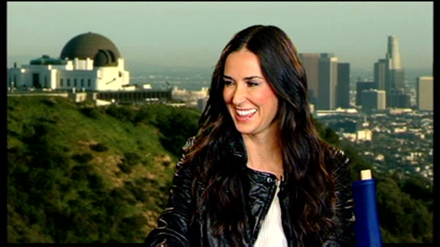 stockvideo's en b-roll-footage met demi moore interview for film 'the joneses'; demi moore interview sot int - on her co-star david duchovny and how he rates among her other romantic... - keeping up appearances televisieprogramma