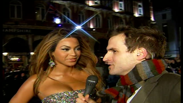 'dreamgirls' london premiere england london leicester square beyone knowles interview as arriving at 'dreamgirls' premiere sot overwhelmed by crowds... - jennifer hudson stock videos & royalty-free footage