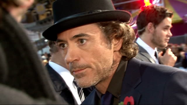 'due date' london premiere: arrivals and red carpet interviews; downey jr and levin interview sot - on filming sherlock holmes / enjoying their stay... - autografare video stock e b–roll
