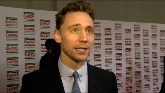 vídeos y material grabado en eventos de stock de empire film awards 2013 celebrity red carpet arrivals and interior interviews tom hiddleston interview sot martin freeman interview sot - martin freeman