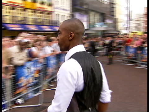 'fantastic four: rise of the silver surfer' premiere in leicester square; england: london: leicester square: ext simon webbe arriving at film... - 作品名 ファンタスティック・フォー点の映像素材/bロール