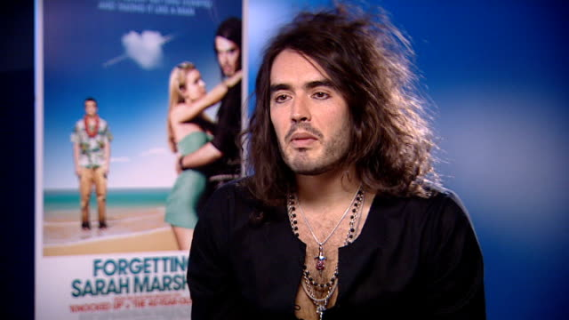 film 'forgetting sarah marshall': russell brand interview; england: london: int **music partly overlaid sot** russell brand interview sot -... - gioco televisivo video stock e b–roll