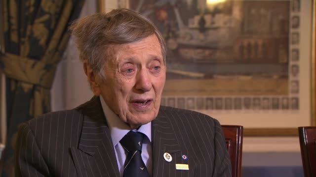 Former prisoner of war recalls the Great Escape alongside actor John Leyton ahead of 75th anniversary ENGLAND London Mayfair Piccadilly The Royal Air...