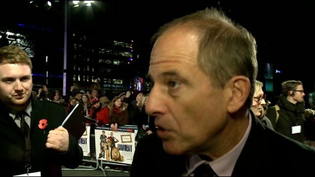 gambit' london premiere; michael hoffman chatting / alan rickman michael hoffman interview sot rickman along and chatting to press alan rickman... - アラン・リックマン点の映像素材/bロール