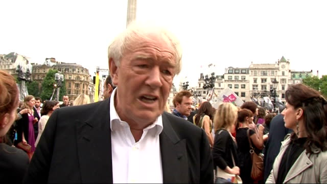 vídeos de stock e filmes b-roll de 'harry potter and the deathly hallows part two' premiere celebrity interviews michael gambon interview sot on the premiere / very sad that it's... - miriam margolyes