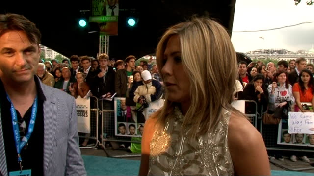 'horrible bosses' premiere celebrity arrivals jennifer aniston interview sot on playing such an awesome character and shooting saucy scenes / on... - fetishism stock videos & royalty-free footage