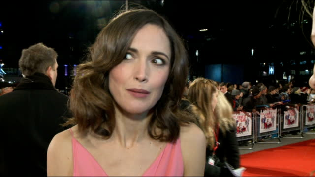 'i give it a year' premiere interviews england london photography** rose byrne chatting to press rose byrne interview sot byrne chatting to press dan... - rose byrne stock videos and b-roll footage