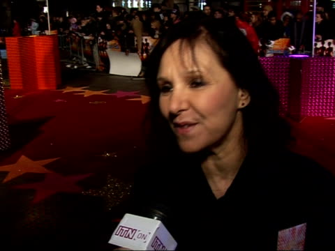 stockvideo's en b-roll-footage met interviews with guests at 'dreamgirls' premiere arlene philips interview sot haven't seen the film yet / saw the original show / i want to see... - jongensband