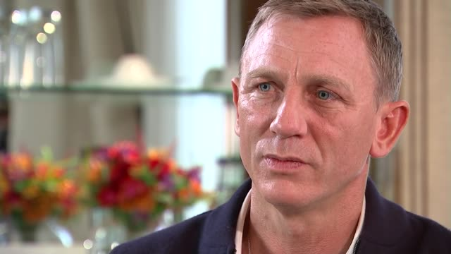 vídeos de stock, filmes e b-roll de james bond film 'spectre' daniel craig interview england london int daniel craig interview sot - james bond trabalho conhecido