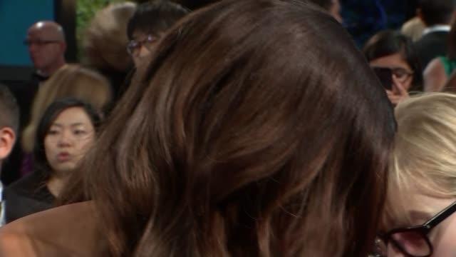 vídeos y material grabado en eventos de stock de james bond film 'spectre' world premiere red carpet arrivals naomie harris red carpet interview sot/ various arrivals/ dave bautista red carpet... - shirley bassey