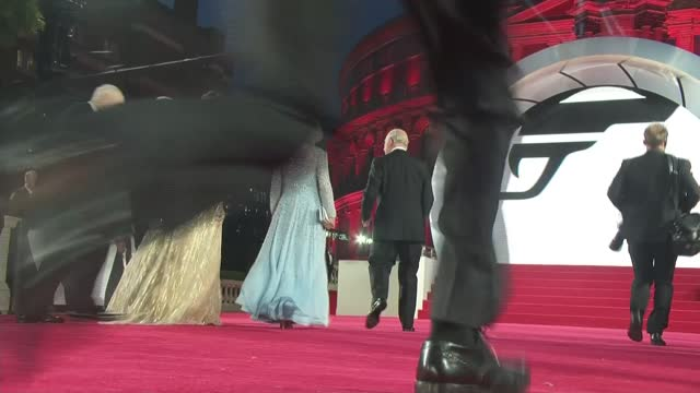 no time to die': royals arrive at premiere and meet stars; england: london: south kensington: royal albert hall: prince charles, prince of wales,... - première stock-videos und b-roll-filmmaterial