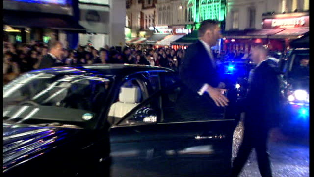 vídeos de stock, filmes e b-roll de james bond 'quantum of solace' premiere in london: princes william and harry meet cast; england: london: leicester square: ext / night **beware flash... - série de filmes do james bond