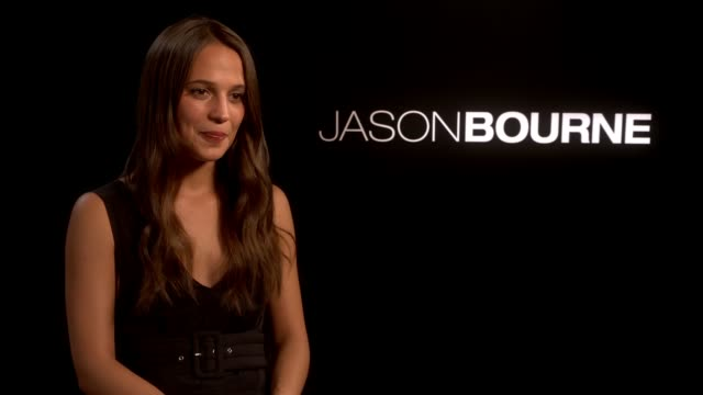 'jason bourne' matt damon julia stiles alicia vikander interviews alicia vikander interview sot - julia stiles stock videos and b-roll footage