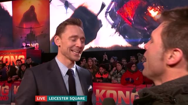 'kong skull island' premiere film 'kong skull island' premiere tom hiddleston live interview on red carpet sot - キングコング 髑髏島の巨神点の映像素材/bロール