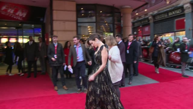 lobster premiere: red carpet arrivals and interviews; farrell chatting to press / rachel weisz chatting to press and crowd and signing autographs /... - ben whishaw stock videos & royalty-free footage