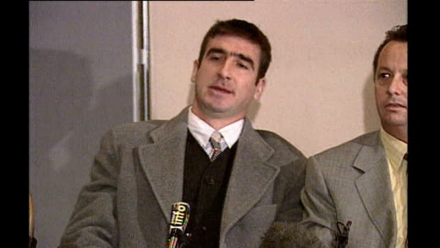 vidéos et rushes de 'looking for eric': ken loach and eric cantona interview; 31.3.1995 cantona press conference sot **flash photography** - seagulls following trawler... - mouette