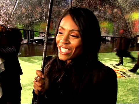 madagascar 2 premiere jada pinkett smith talking to press jada pinkett smith interview sot on playing gloria the hippo / get to dive into the... - jaden smith stock videos & royalty-free footage