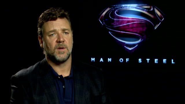 'man of steel' junket interviews russell crowe interview sot michael shannon and antje traue interview sot zack snyder interview sot - russell crowe stock videos & royalty-free footage