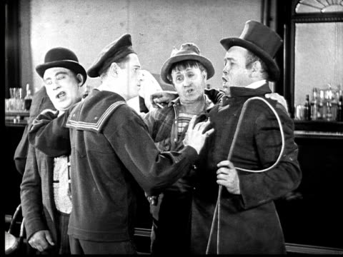 vidéos et rushes de 1924 b&w film montage ms sailor conducting drunks singing in bar/ dog howling along with singing  - chef d'orchestre
