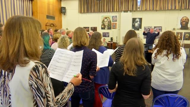 crouch end choir provides backing vocals for sir elton john biopic 'rocketman' england london crouch end int **music heard sot** choir singing led by... - 伝記映画点の映像素材/bロール
