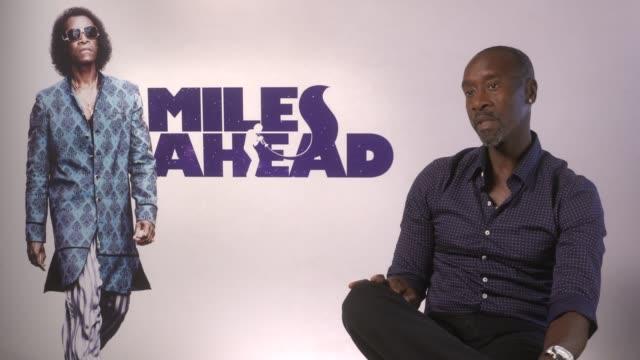 miles davis biopic don cheadle interview england london int don cheadle interview sot re new miles davis biopic 'miles ahead' - 伝記映画点の映像素材/bロール