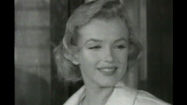 stockvideo's en b-roll-footage met my week with marilyn biopic of marilyn monroe released 1471956 london airport close shot of marilyn smiling for the cameras - marilyn monroe