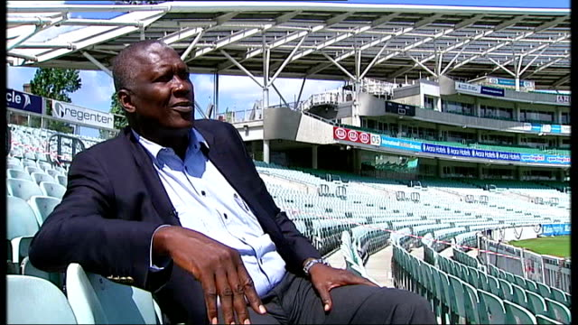 new documentary about west indies cricket team; joel garner interview sot - squadra di cricket video stock e b–roll
