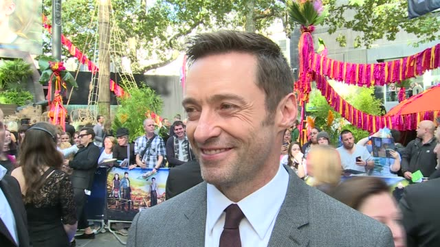 arrivals and interviews; hugh jackman interview sot - on his character of blackbeard / loves the ocean / on being an actor - like being a kid the... - ジョーライト点の映像素材/bロール