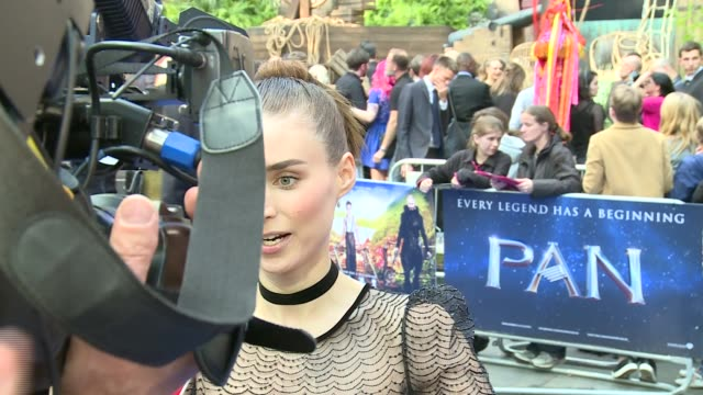 arrivals and interviews; joe wright interview sot / rooney mara as interviewed on red carpet / rooney mara interview sot - on thing she would take... - ジョーライト点の映像素材/bロール