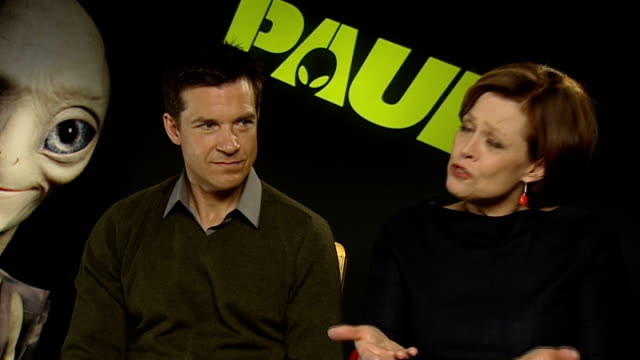 interviews; jason bateman and sigourney weaver interview sot - discuss roles in new science fiction film, 'paul' - science fiction film stock videos & royalty-free footage