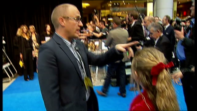 stockvideo's en b-roll-footage met 'pirates of the caribbean: on stranger tides' premiere: red carpet arrivals; england: london: westfield shopping centre: ext **beware flash... - première