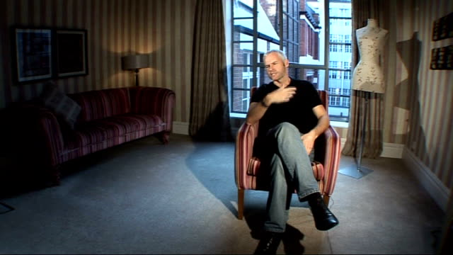 vídeos y material grabado en eventos de stock de playwright martin mcdonagh writes and directs film 'in bruges'; mcdonagh interview sot - things happened on stage which is why took me a long time to... - guionista