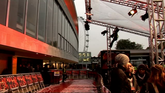 """arrivals and interviews; england: london: royal festival hall: ext red carpet area for premiere of new film """"red"""" with london eye in background /... - ロイヤルフェスティバルホール点の映像素材/bロール"""