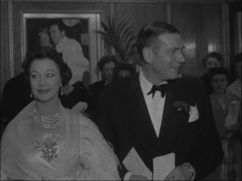 film premiere of 'the prince and the showgirl'; england: london: ext shot of notice on theatre - pan down crowd waiting int sir laurence olivier and... - ローレンス オリビエ点の映像素材/bロール