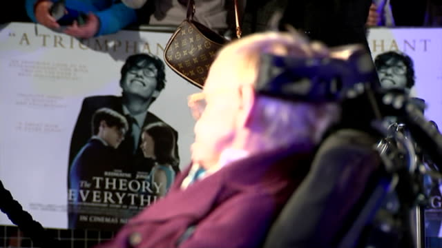 premiere of 'the theory of everything' stephen hawking biopic *** warning professor stephen hawking at premiere redmayne posing in front of 'the... - 伝記映画点の映像素材/bロール