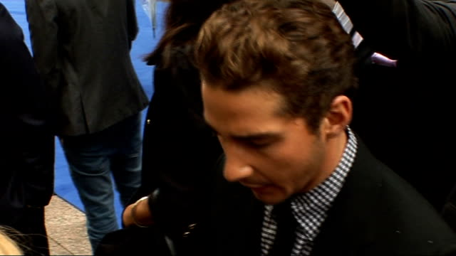 film premiere 'transformers revenge of the fallen' at leicester square side view of tyrese gibson / side view of unidentified man / shia labeouf... - tyrese stock videos and b-roll footage