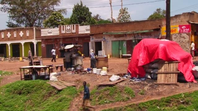 'queen of katwe': phiona mutesi profile; uganda: kampala: katwe: ext various shots people along through slum areas of katwe various shots phiona... - kampala stock-videos und b-roll-filmmaterial