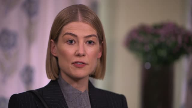 'radioactive' rosamund pike interview england london int rosamund pike interview sot on new film 'radioactive' and playing marie curie cutaways... - キャシー・ニューマン点の映像素材/bロール