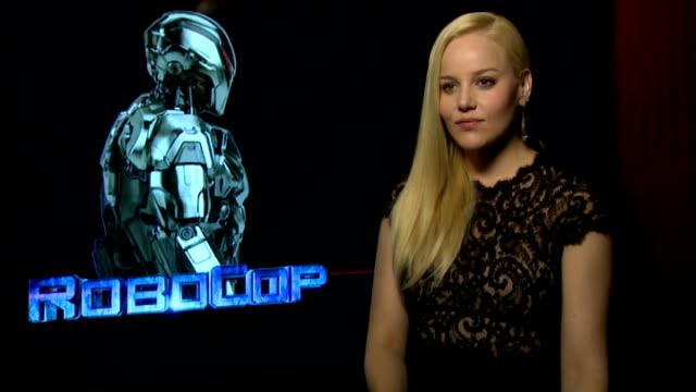 vídeos de stock, filmes e b-roll de 'robocop' interviews abbie cornish interview sot - abbie cornish