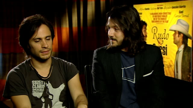 film 'rudo y cursi' gael garcia bernal and diego luna interview / alfonso cuaron and carlos cuaron interview gael garcia bernal and diego luna... - alfonso cuaron stock videos & royalty-free footage