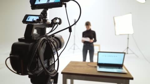 filminspelning - journalist bildbanksvideor och videomaterial från bakom kulisserna