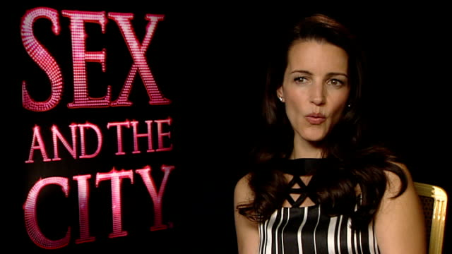 'sex and the city' interviews int kristin davis interview sot it's four years later / charlotte is still married and has adopted a daughter from... - kristin davis stock videos and b-roll footage