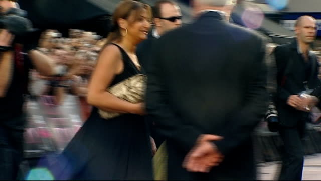 sex and the city the movie world premiere in london sarah jessica parker arriving in car to cheers from fans sot / sarah jessica parker along with... - sarah parker stock videos & royalty-free footage