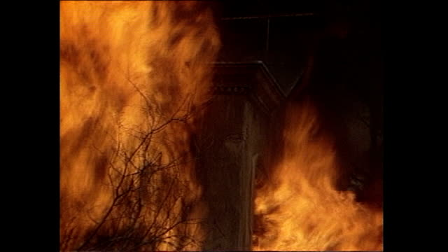 vidéos et rushes de film stuntman recreates 'death wish 3' stunt that nearly killed him; as190685005 lambeth: 'death wish 3' set burning and flames spreading too... - lambeth